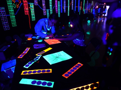 michele_guieu_graduation_party_blacklight_11_small