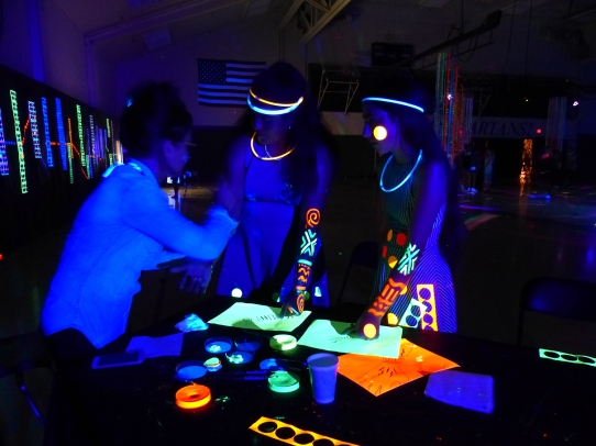 michele_guieu_graduation_party_blacklight_12_small