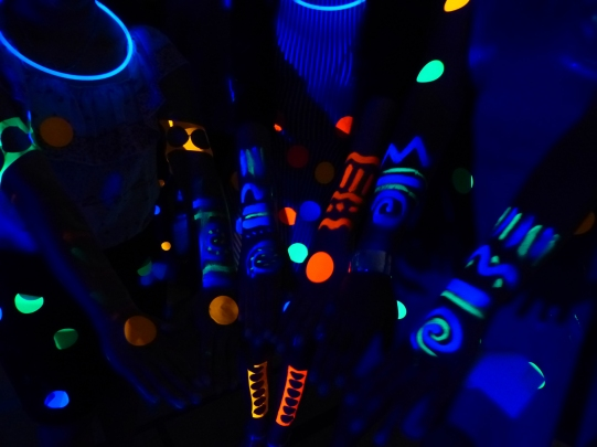 michele_guieu_graduation_party_blacklight_13_small.