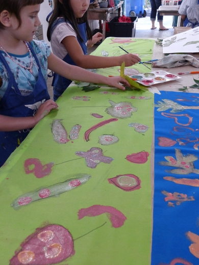 Painting banners from natural elements